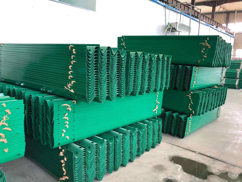 扎赉特旗波形粱钢护拦板每米60元