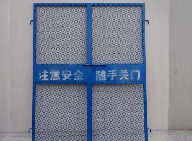 电梯防护门_七台河工地防护棚生产厂家