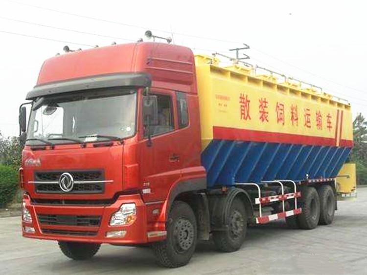 齐齐哈尔市陕汽小三轴饲料运输车40方饲料运输车现车供应