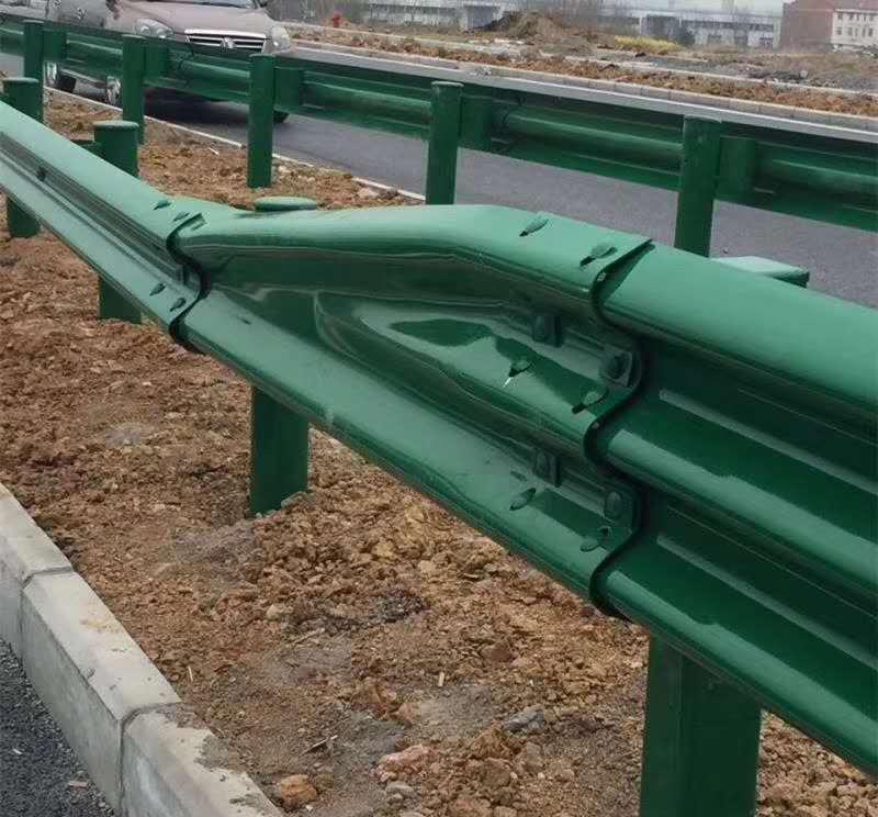 七台河市桃山区波形护栏板每米多少钱