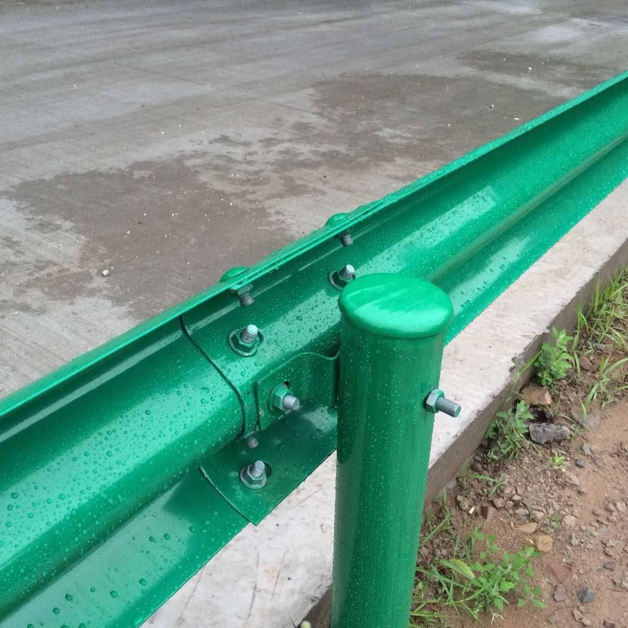 张家口市赤城县波形护栏板每米多少钱