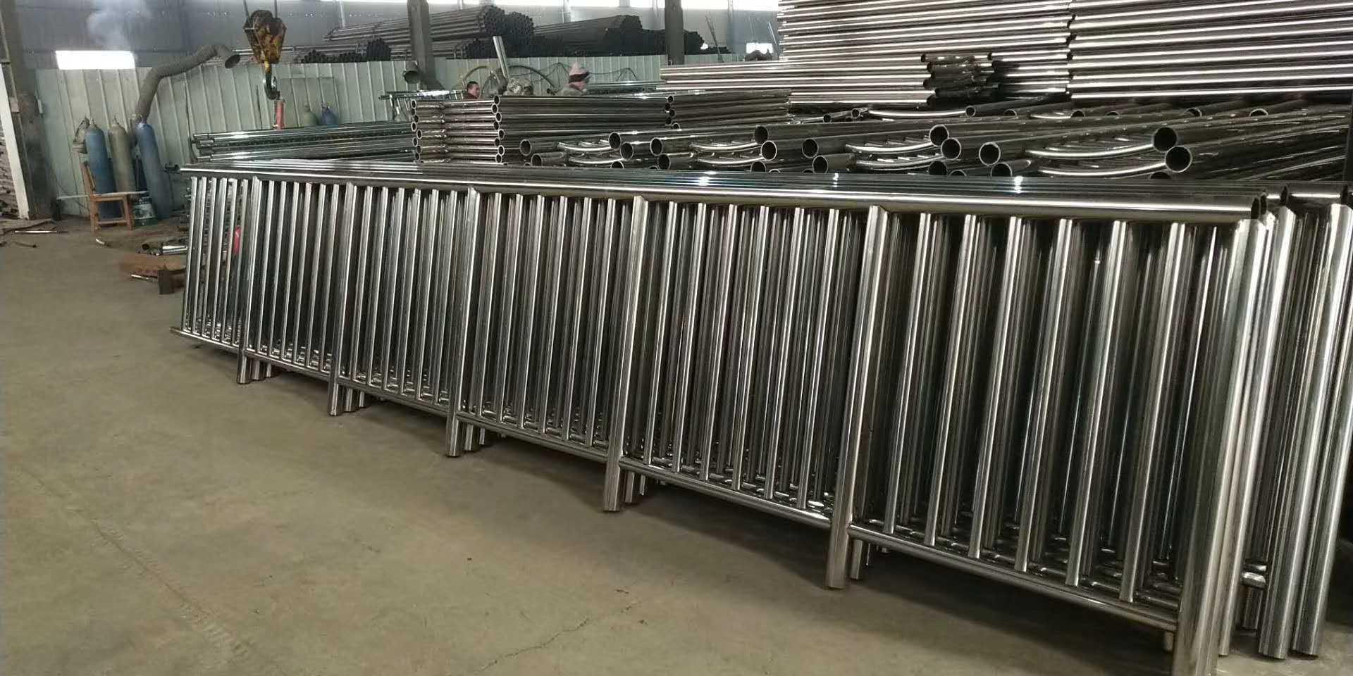 云南省不锈钢碳素钢复合管护栏诚信商家?