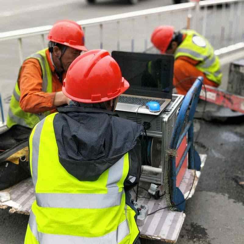 头条:上海长兴乡改造雨水检测井上门