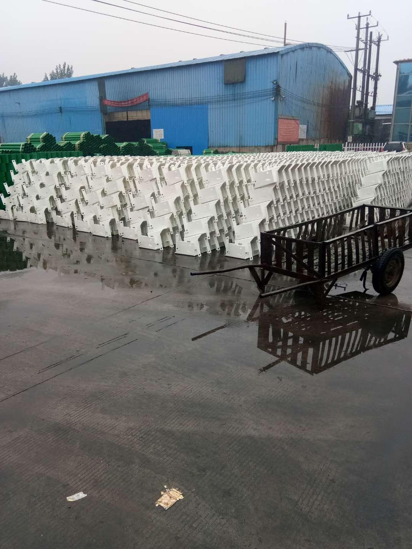 信阳市商城县波形护栏板多少钱一米
