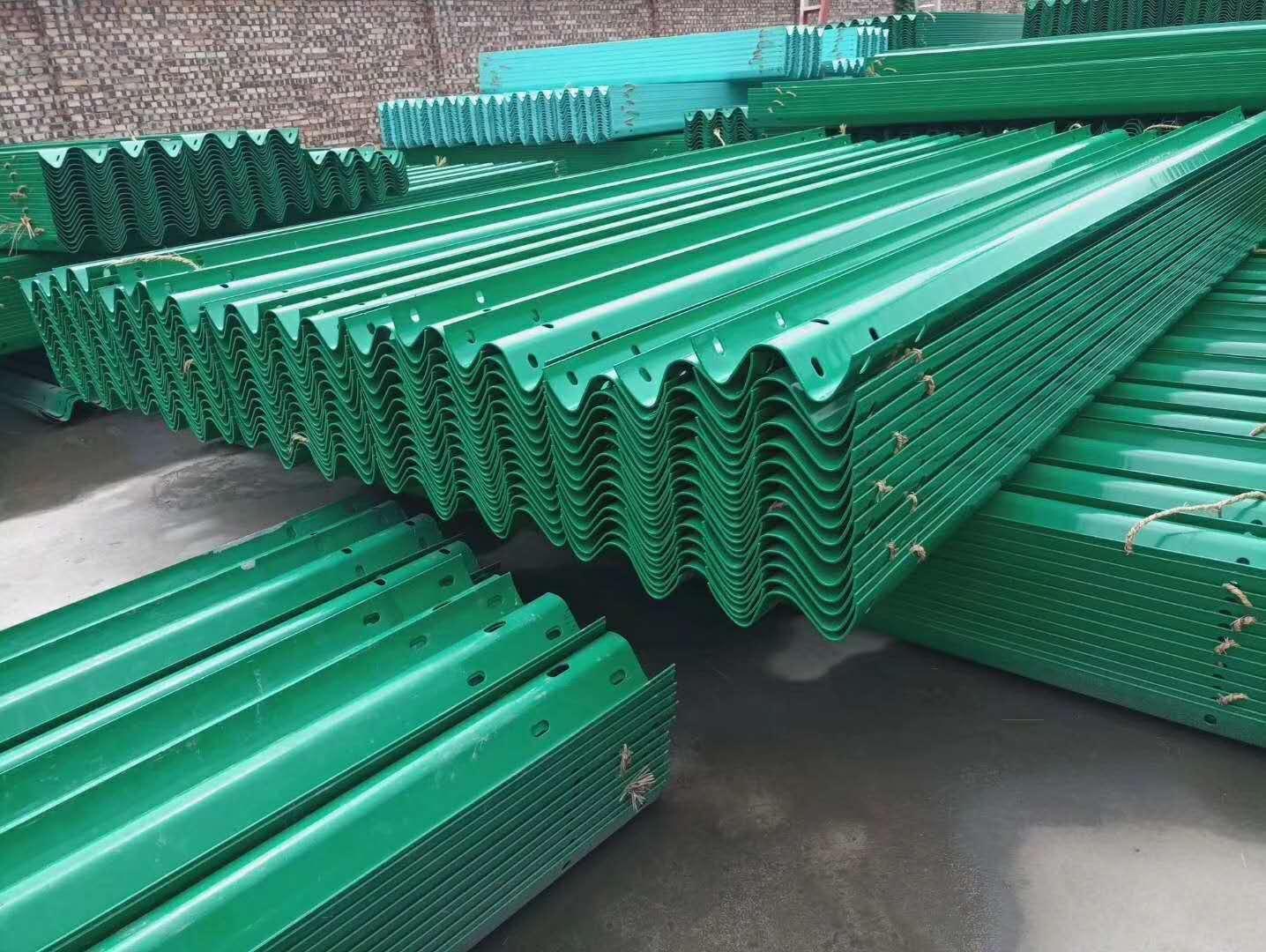 云浮云城熱鍍鋅波形護欄廠家報價銷售安裝及施工