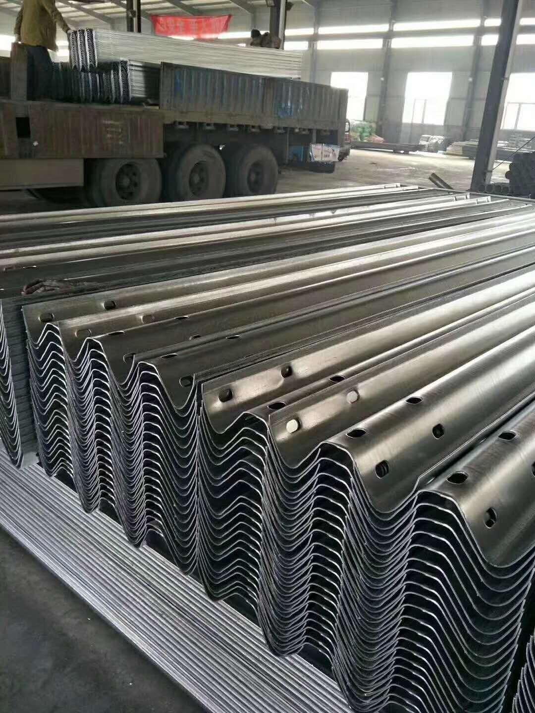 桃山热镀锌公路护栏板定做多少钱一米
