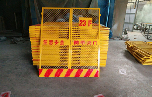 咨询:河南安阳施工电梯防护门价格
