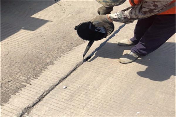 2021推荐:韶关灌缝沥青胶—路面裂缝嵌缝胶-优质产品