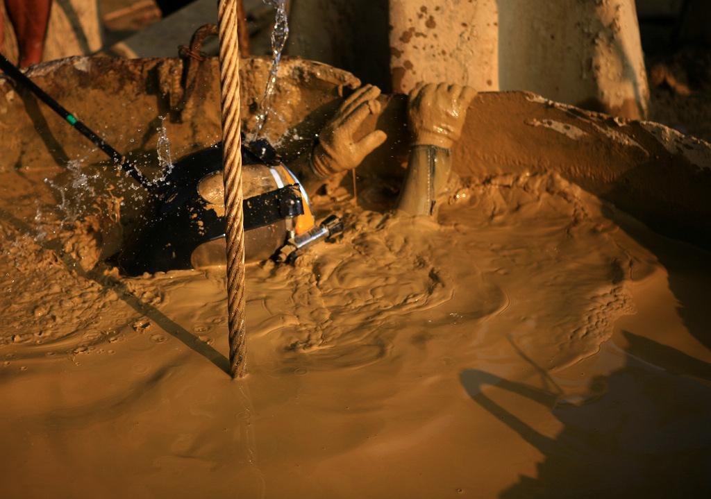 仙桃堵漏施工(守信单位)地下水泥管道渗漏水堵漏