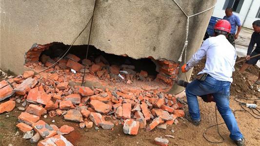 南通50米烟囱拆除收费标准多少钱一米——【华电高空】