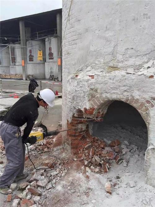 咸宁轮窑烟囱拆除公司收费标准——【华电高空】