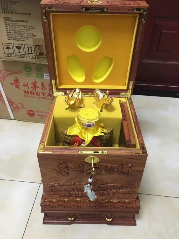 泰安泰山回收50年名酒礼盒整箱报价-凯天物资回收