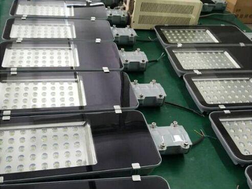 怀来县6米太阳能路灯厂家发货现场