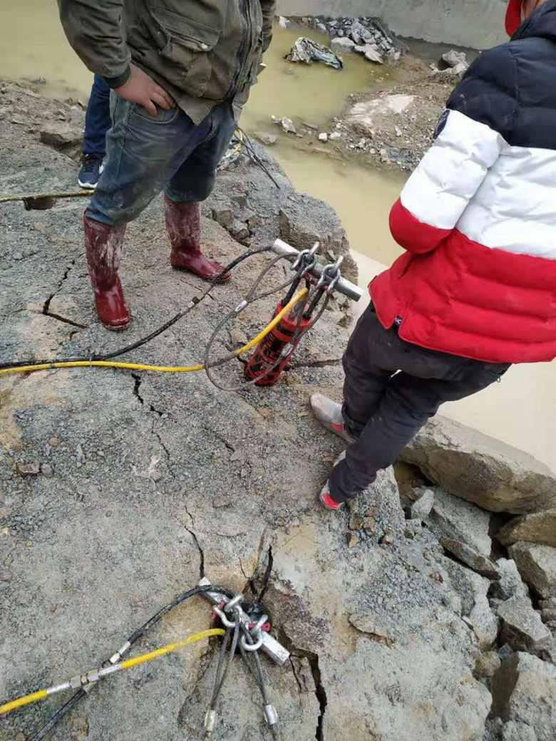 比破碎锤快的破石头设备温州市