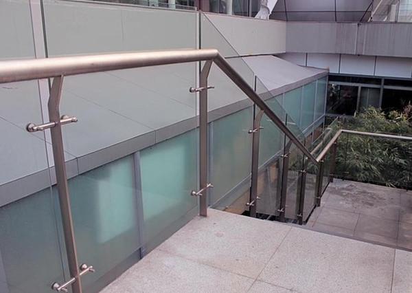 湛江不锈钢楼梯立柱多少钱一米