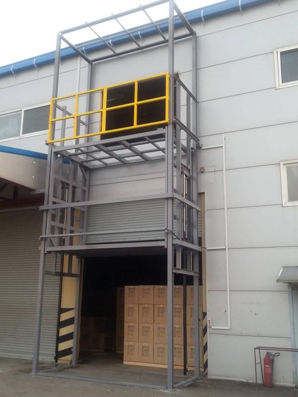 四层4站—2吨液压升降货梯—烟台市按时送到