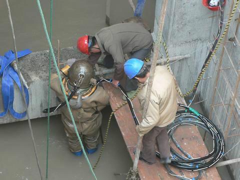 溧阳市打捞队——完成潜水任务