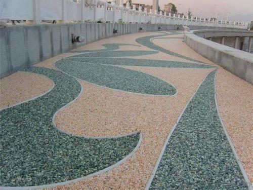 德宏胶粘石地面施工流程