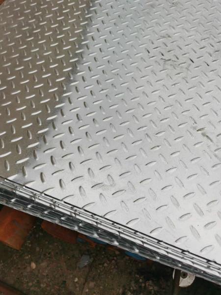 可供应—石家庄2.5mm镀锌花纹钢板一方米多少钱