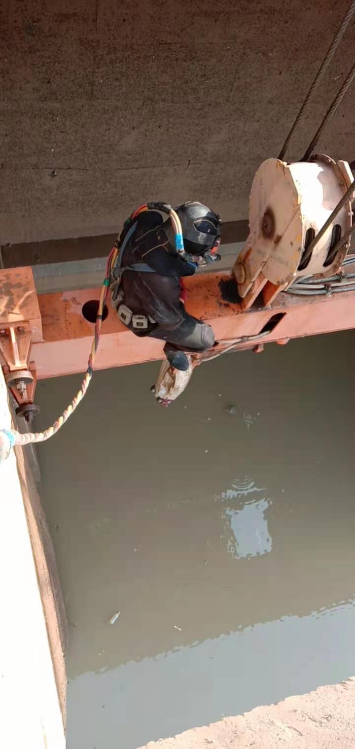 汕头市潜水员作业公司——水下封堵单位