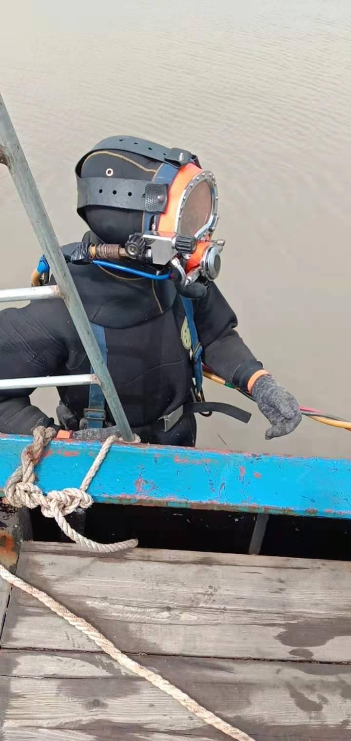无锡市水下管道封堵公司——潜水员作业队伍