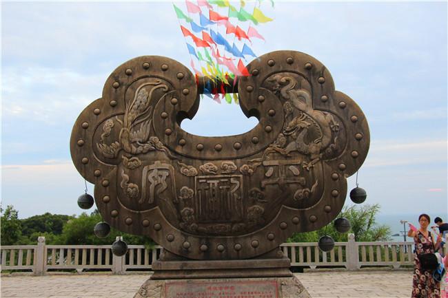 彩色不锈钢同心锁雕塑-专业制作-广东中式同心锁雕塑厂家