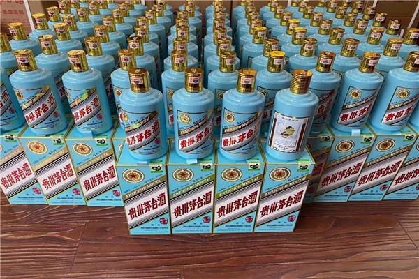 整套轩尼诗李察酒盒。瓶子回收-80年茅台酒瓶。高价专业回收