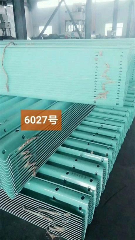 喀什地区叶城县2021公路波形护栏板~喷塑护栏