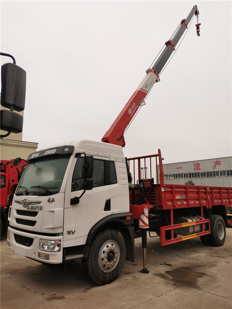 湛江市重汽豪沃8吨随车吊图片和配置