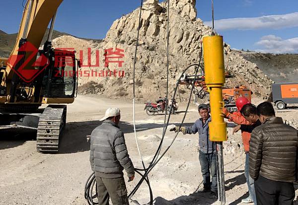 东兴挖掘机分石机大型开山机器