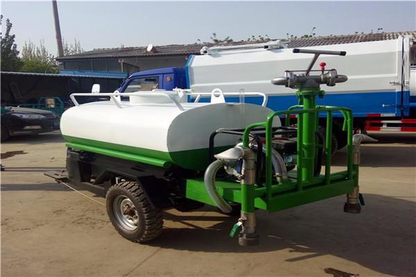 新闻:乌鲁木齐 小型摩托三轮雾炮洒水车 小型三轮雾炮洒水车 指导