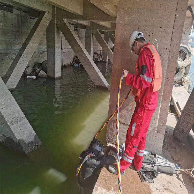 梅州市水下打捞队-专业潜水员