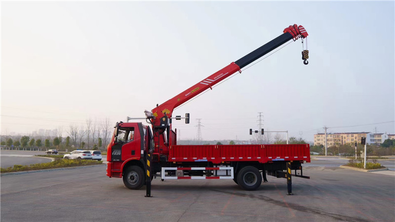 邢台市徐工8吨随车吊图片和配置