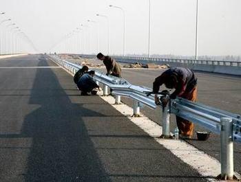 岳陽市汨羅市2021公路波形護欄板~噴塑鍍鋅