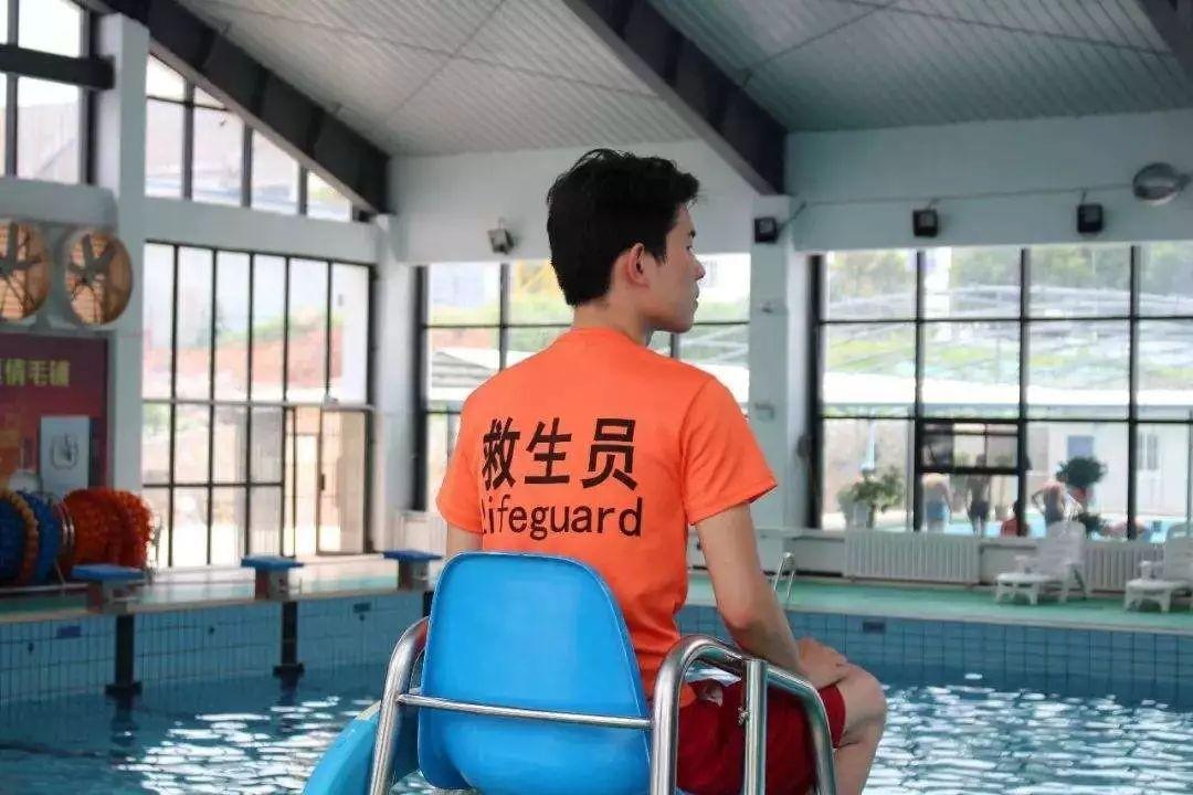 湛江市游泳救生员证难考吗需要什么学历以及费用多少