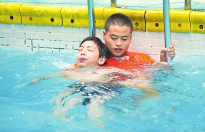 咸宁考游泳救生员教练证培训考试找我们一站式解答