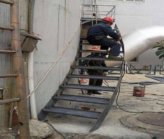 北海烟囱安装钢楼梯-折梯公司服务资讯