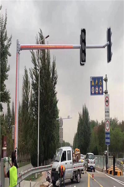 交通信号灯杆  天网室外监控立杆_精华