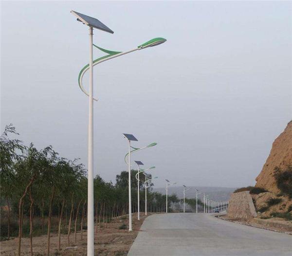 云南曲靖太阳能灯生产厂家-免费指导安装