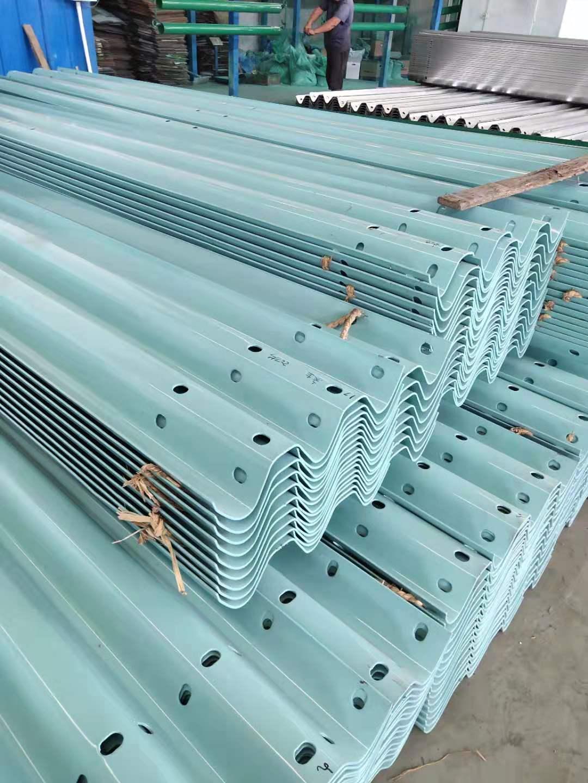 腾冲波形护栏板每米及施工价格2021