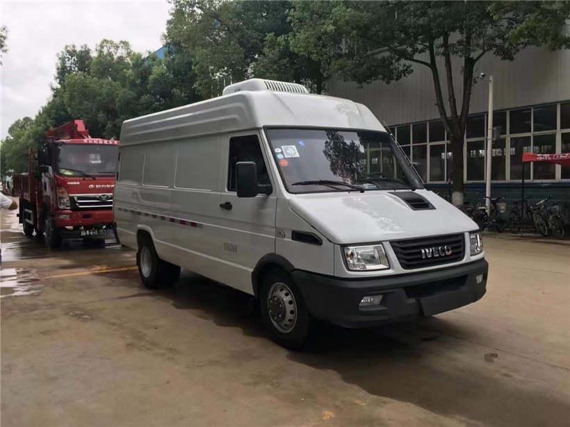 金东东风多利卡3300轴距4.1米保温车冷藏车厂家价格
