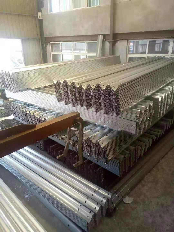 南京市棲霞區鍍鋅波形護欄立柱銷售及施工廠家