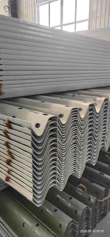 湘西土家族苗族自治州吉首市2021波形护栏板多少钱一米?货到付款