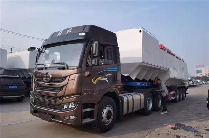 武威6.8米散装饲料车