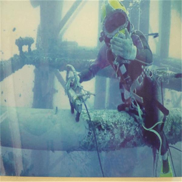 和田市蛙人打捞队——潜水员施工
