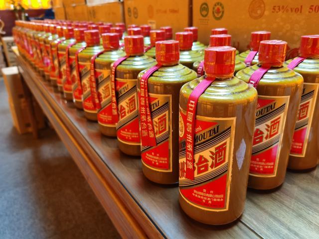 福州永泰新装路易十三酒瓶回收(收购茅台酒)十二斤茅台酒瓶回收一支多少
