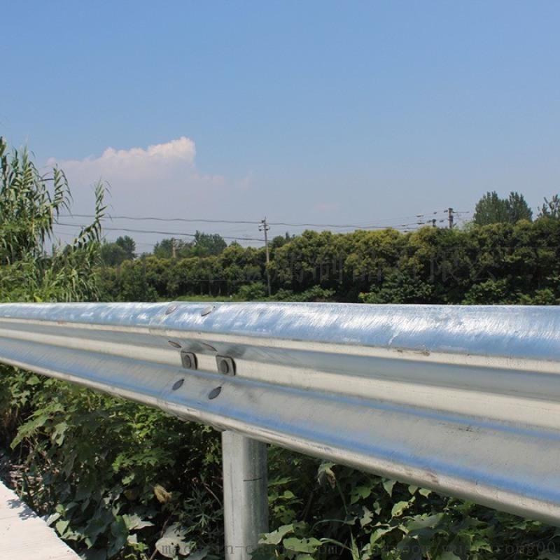 张家口沽源高速公路护栏板样式新颖