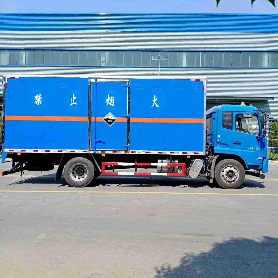 重汽4.2米杂项物品危险品厢式危化车价格