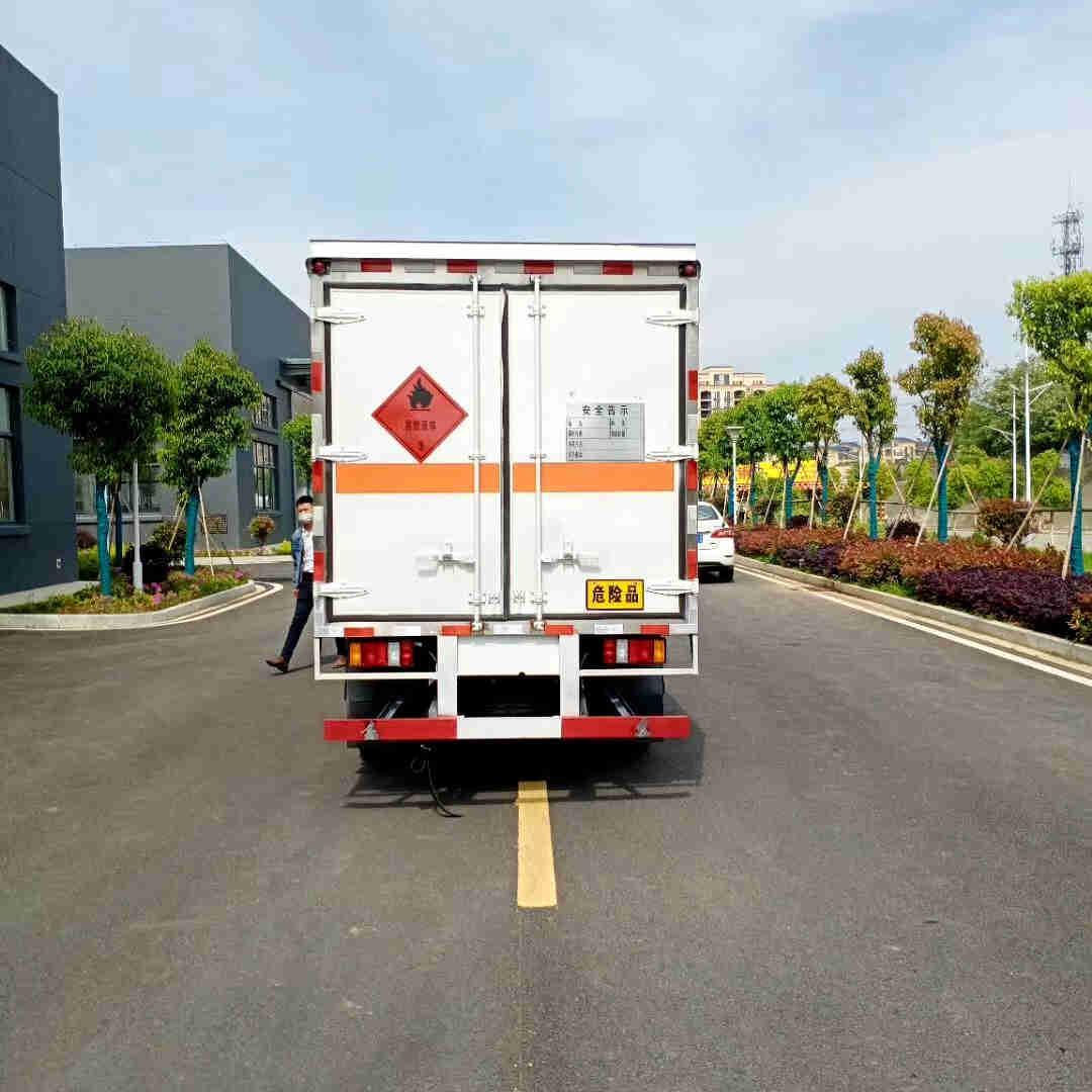 解放3吨废旧电池危险品厢式货车厂家