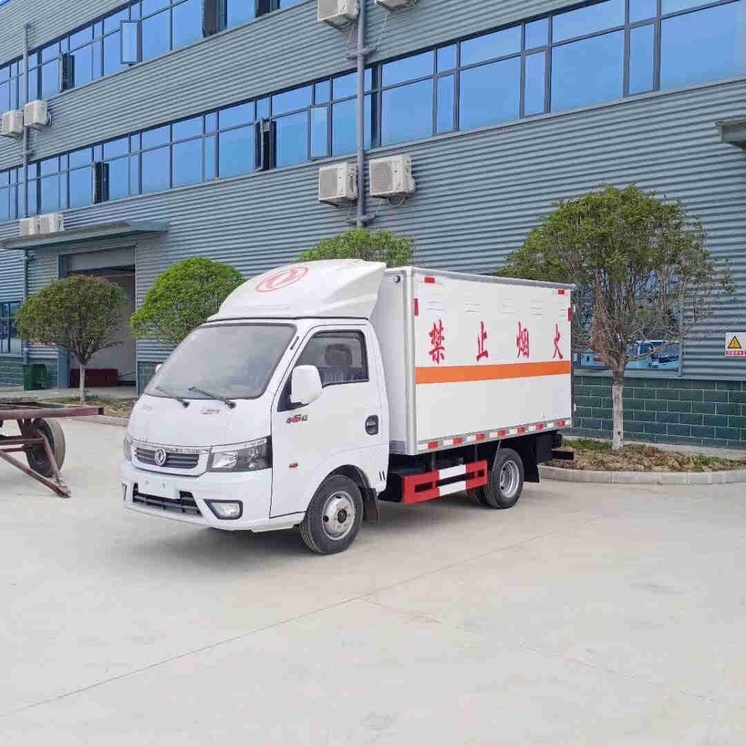 重汽6.8米杂项物品危险品厢式货车厂家